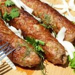 Люля-кебаб с соусом «Терияки» и фисташками