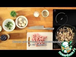 Рецепт Свинина с шампиньонами в соусе китайский карри Blue Dragon