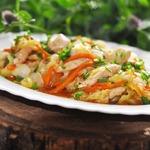 Стир-фрай из куриного филе и молодой капусты