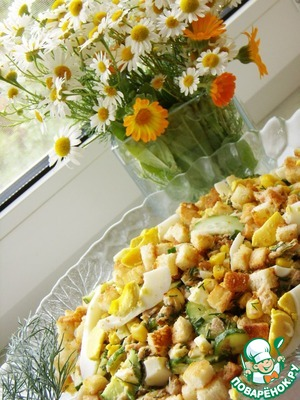 Рецепт Салат с сухариками и консервированной горбушей