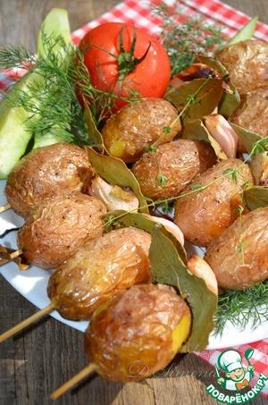 Рецепт Молодой картофель на шпажках, запеченный с луком и лавровым листом