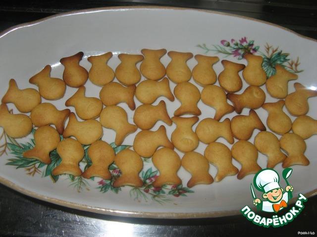 салат с печеньем рыбками
