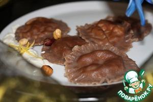 Рецепт Шоколадные равиоли с лесными грибами и сырным соусом
