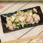 Курица по-японски с огурцами и омлетом
