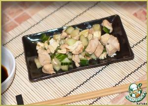 Рецепт Нежная курочка по-японски с огурцами и омлетом