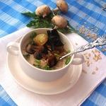 Геркулесовая каша на грибном бульоне с гренками из шампиньонов, опят и лука