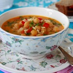 Острый кокосовый суп с нутом, рисом и карри