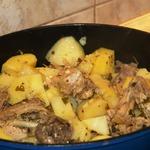 Цесарка тушеная с картофелем
