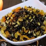 Салат из дикого риса с курагой и изюмом