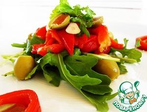 Рецепт Салат с маринованным перцем, рукколой и оливками