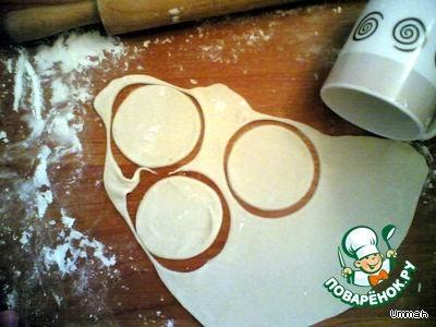 Вареники с творогом и зеленым луком - кулинарный рецепт: http://www.povarenok.ru/recipes/show/6310/