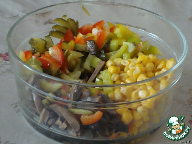 Слоеный салат из скумбрии по неаполитански