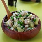 Рисовый салат с курицей и ананасами