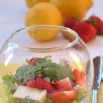 Салат с клубникой и горгонзолой Для милых дам