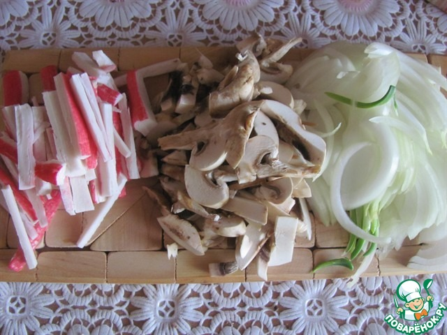 Салат с жареными крабовыми палочками без грибов рецепт 156
