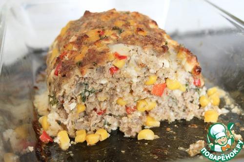 Мясной рулет с кукурузой, паприкой и сыром фета – кулинарный рецепт