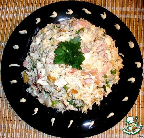 Салат с копчёной колбасой кукурузой