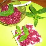 Тосты со сладкими лепестками чайной розы и мятой