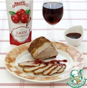 Рецепт Запечённая свиная лопатка с клюквенным соусом