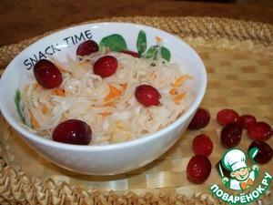 Рецепт Квашеная капуста с яблоком и клюквой