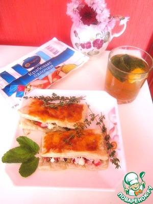 """Рецепт Ароматные слоечки с крабовой начинкой, грибами и тимьяном """"А море """""""