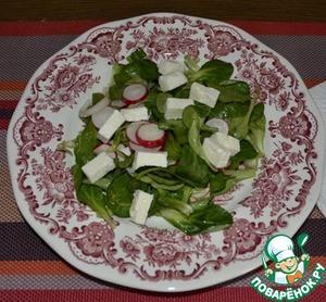 Рецепт Салат листовой с редисом и фетой