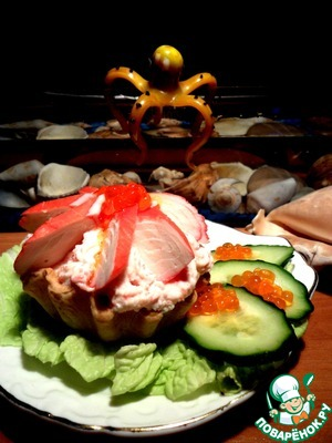 Рецепт Слоеный крабовый салат в корзиночках с кремом из крабовых палочек