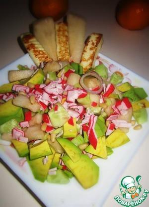 Рецепт Крабовый салат с авокадо, грушей, жареным сыром и кедровыми орешками