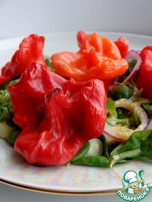 Рецепт Зелёный салат с мини-перчиками, фаршированными крабовыми палочками