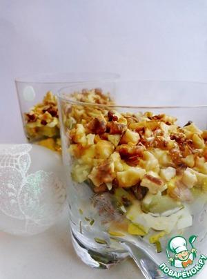 Рецепт Мясной слоеный салат с солеными огурцами и яйцом