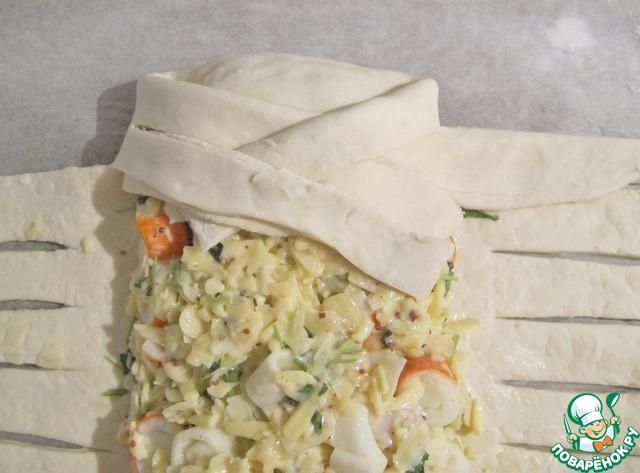 Пирог из сыра и крабовых палочек с