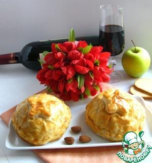 Рецепт Сыр Бри, запеченный в слоеном тесте с брусничным соусом