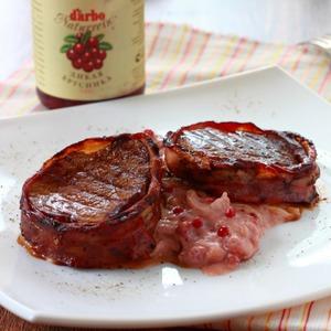 Рецепт Филе миньон с луково-брусничным соусом