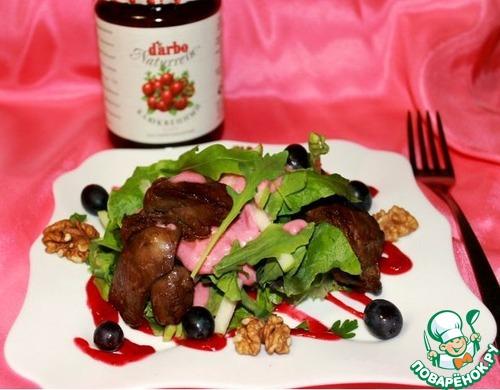 салат рукколой печенью соусом карамелизированной с с и куриной Теплый клюквенным