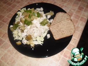 Рецепт Салат с курицей и маринованными огурчиками