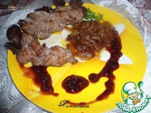 Рецепт Коса-мясная краса под гранатово-брусничным соусом с карамелизированным луком