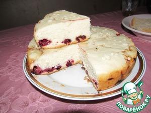 Рецепт Бисквитный пирог с малиной и вишней