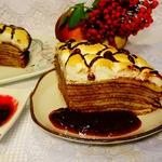 Блинный пирог с брусничным соусом