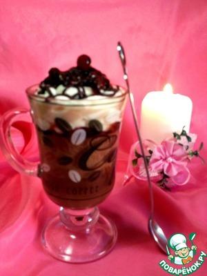 Рецепт Десерт из шоколадного мусса с нежным кремом и брусничным соусом