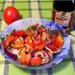 Острый салат из томатов и красного лука