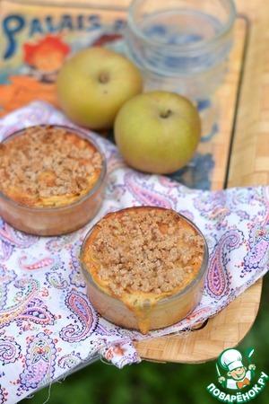 Рецепт Нежные яблочные мини-пироги с хрустящей посыпкой