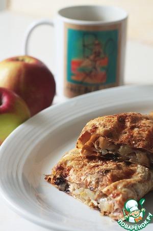 Рецепт Легкий штрудель с яблоком и черносливом