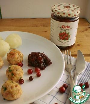 Рецепт Фрикадельки из индейки с клюквенным соусом и отварным картофелем