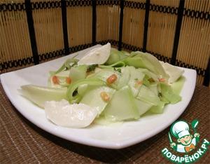 Рецепт Кабачковый салат с чили, мятой и моцареллой от Джейми Оливера