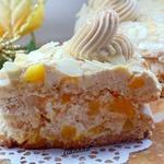 Кофейный торт с персиками и миндалем