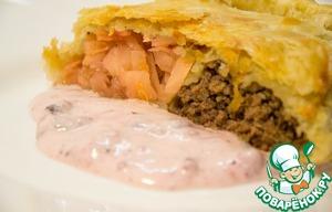 Рецепт Мясной штрудель «Дуэт» с капустой и клюквенным соусом