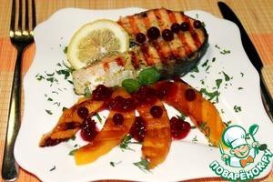 Рецепт Имбирный лосось с манго-гриль и брусничным соусом