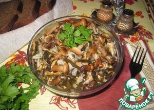 Рецепт Салат из квашеной капусты, маринованных опят и морской капусты