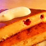 Творожный пирог с клюквой и яблоками