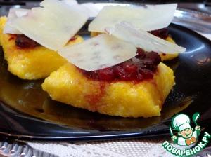 Рецепт Тартинки из поленты с брусничным соусом и сыром